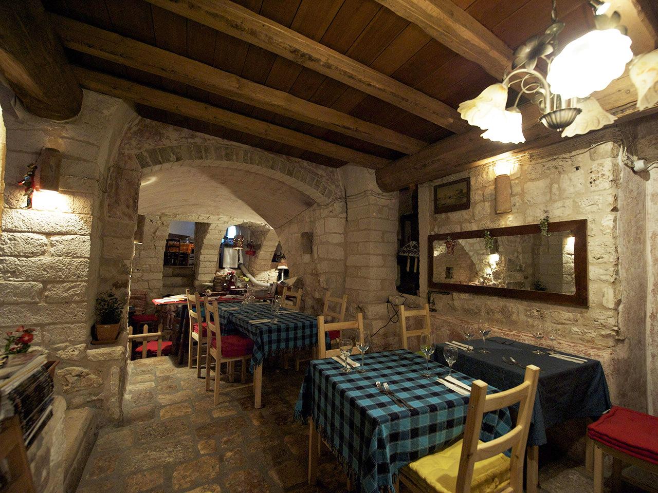 ristrutturazione restauro ristorante casa san giacomo centro storico ostuni dan 6860