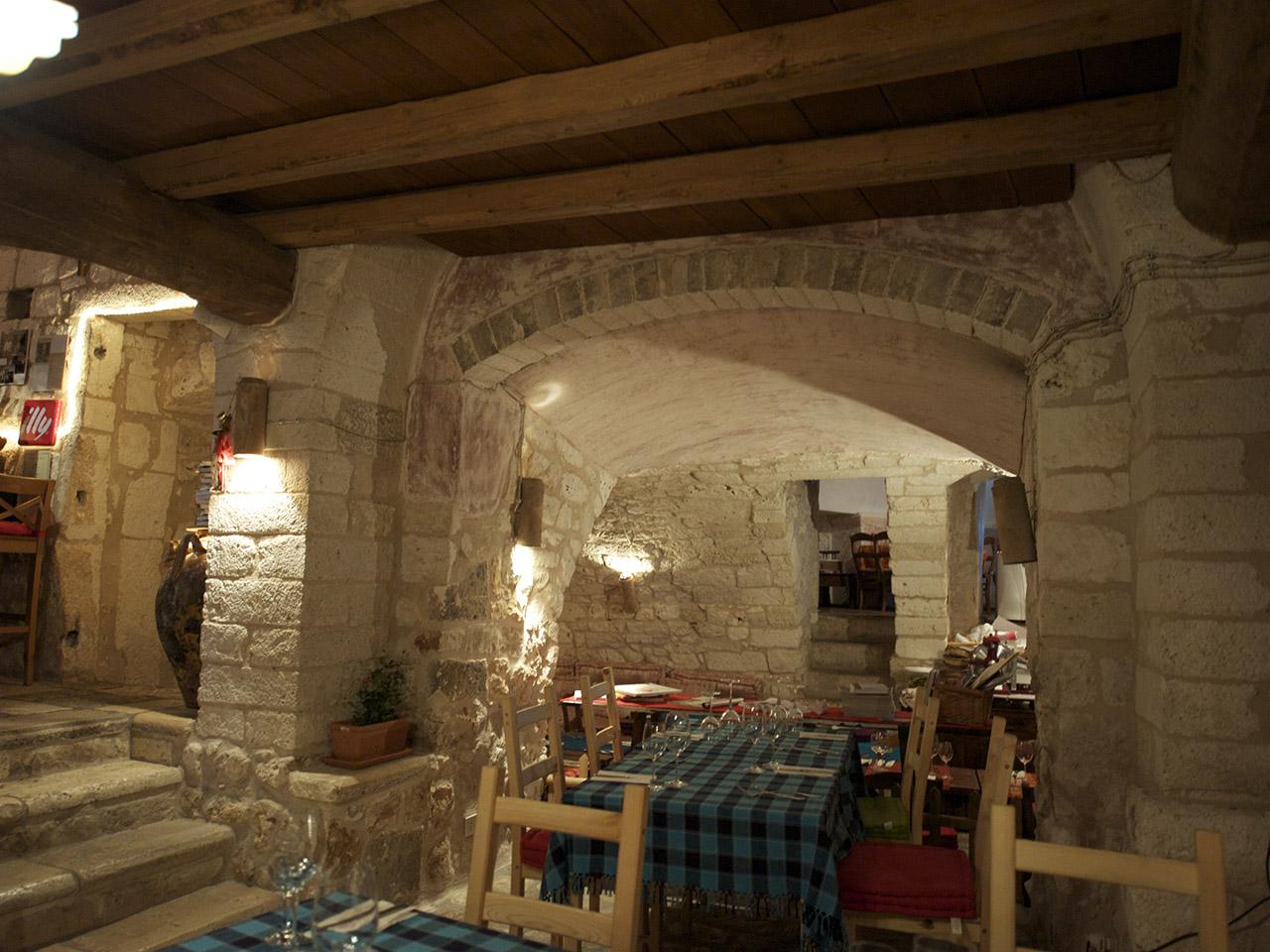 ristrutturazione restauro ristorante casa san giacomo centro storico ostuni dan 6862